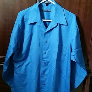 Men's fitted dress shirt